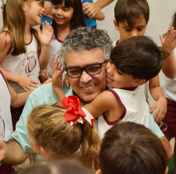 Brincadeiras, conversas e canções no Santa Cecília